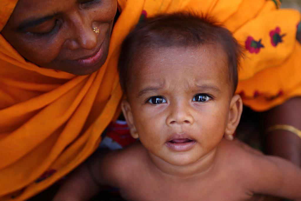 moas-Rohingya-refugees-Bangladesh-mother-holding-a-child
