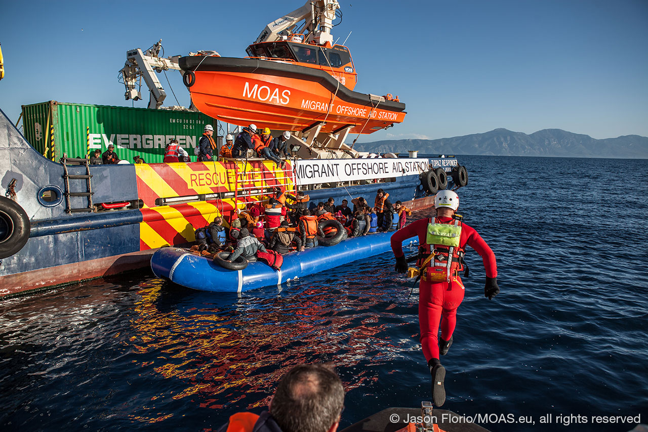 migrants-being-rescued-in-Aegean-Sea-transported-to-responder-rescue-swimmer-jumping-in-the-water-to-assist-copyright-Jason-Florio_MOAS-2016-8689