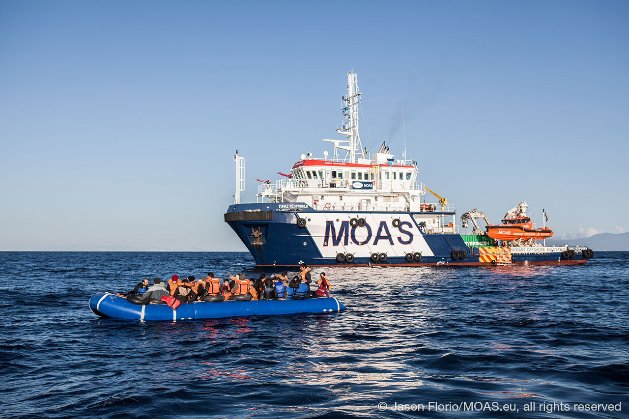 migrants-being-rescued-in-Aegean-Sea-waiting-to-be-transported-to-responder-copyright-Jason-Florio_MOAS-2016-8613