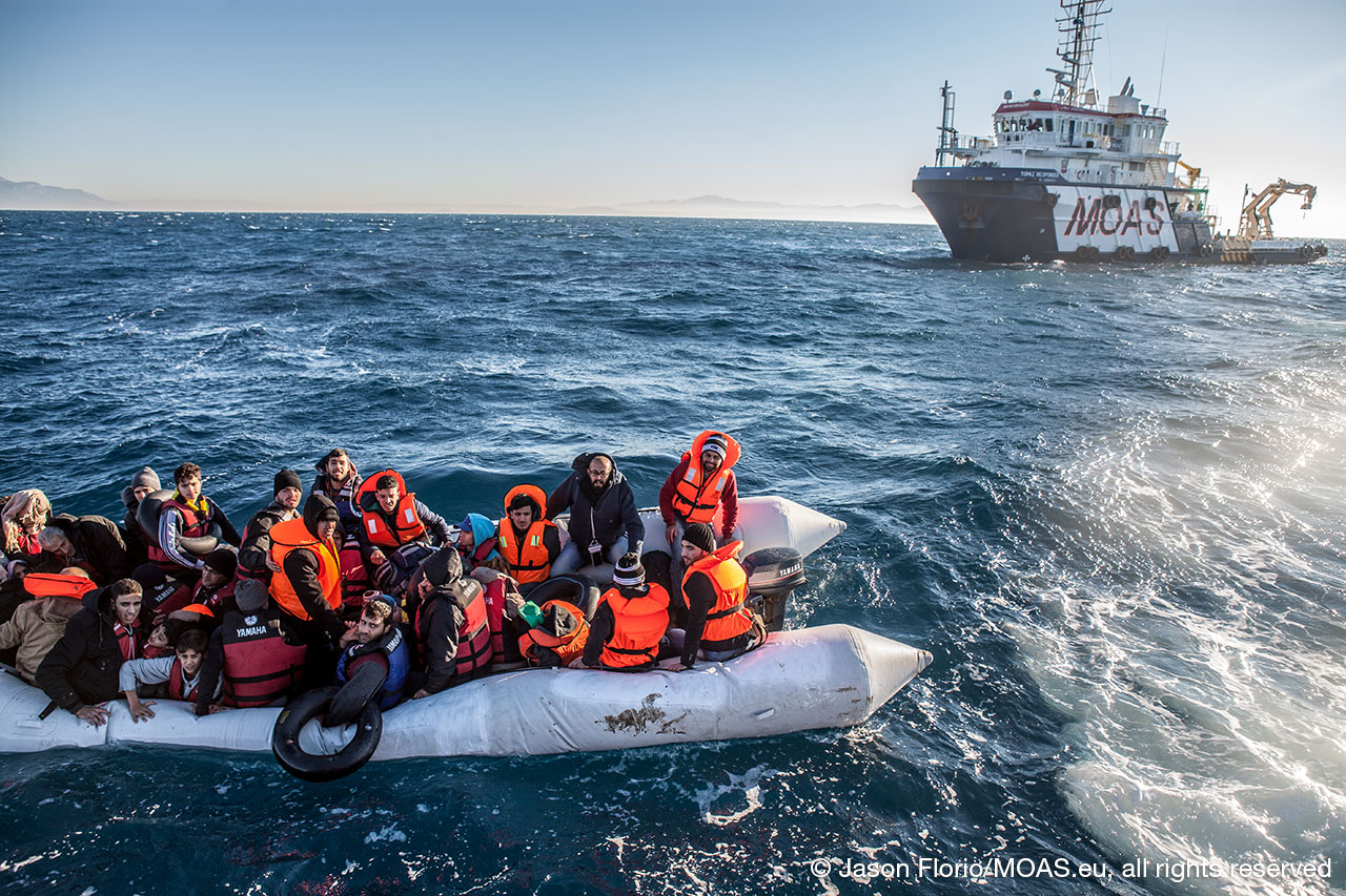 migrants-being-rescued-in-Aegean-Sea-waiting-to-be-transported-to-responder-in-rough-seas-copyright-Jason-Florio_MOAS-2016-3517