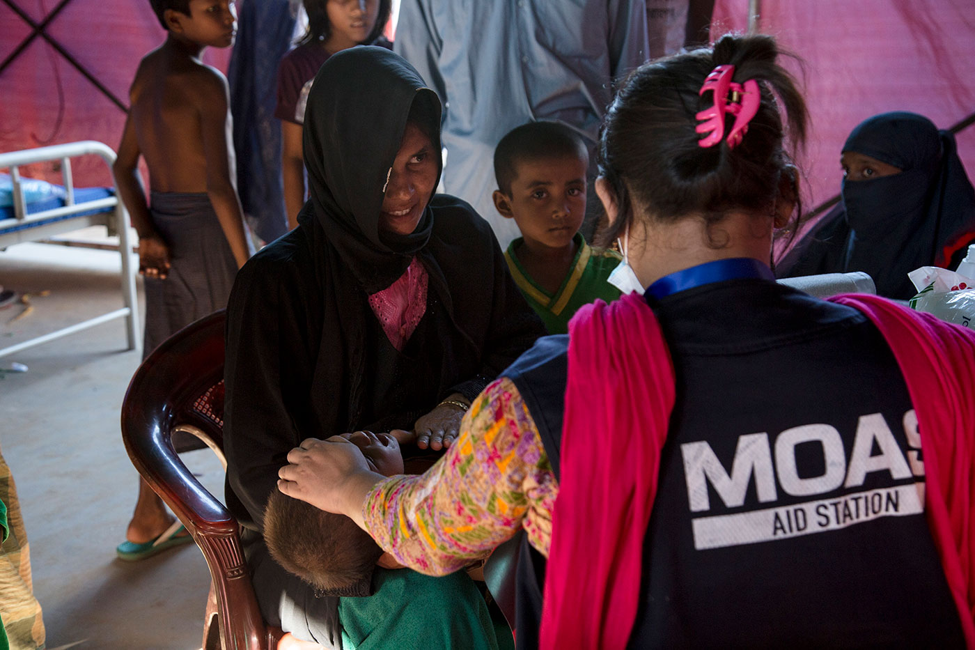 moas-Rohingya-refugee-receiving-medical-help